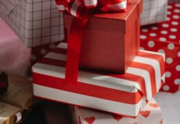 How to buy Christmas gift materials you will need for your gifts